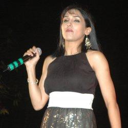 Neeti Mohan - lyrics