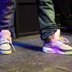 Sneakers - lyrics
