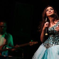 Shreya Ghoshal & Benny Dayal - lyrics
