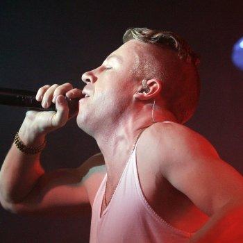 Macklemore-Ryan-Lewis-feat-Mary-Lambert-2